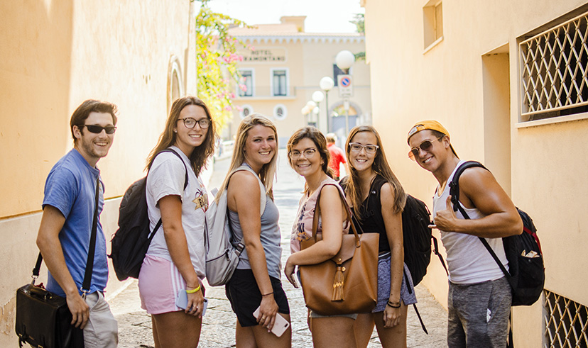 Six student setting off on a walk about Sorrento